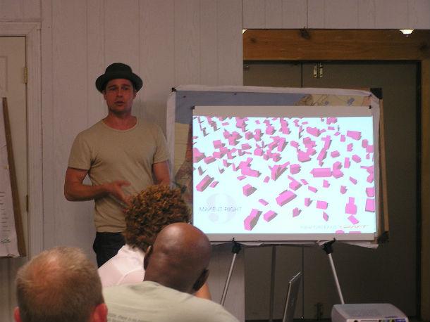 Brad Pitt durante a apresentação do projeto (fotos: fundação Make It Right).