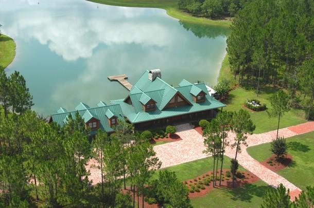 A casa está localizada em Jacksonville, a cidade mais populosa da Flórida.