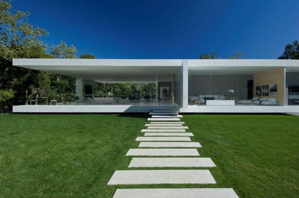 A casa está localizada na região de Montecito, Callifórnia, e vende-se por 25,6 milhões de euros.