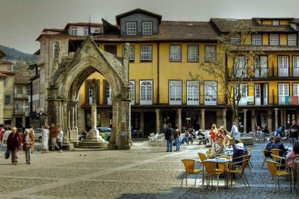 Vista geral do centro histórico de Guimarães.