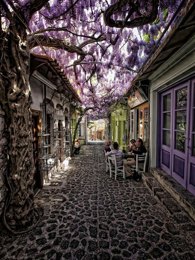 Rua em Molyvos, Grécia