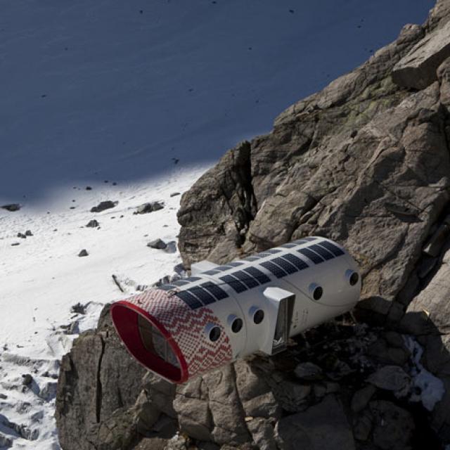 Refúgio Gervasutti, uma casa portátil construída a pensar nos aventureiros que escalam o Mont Blanc nos Alpes italianos