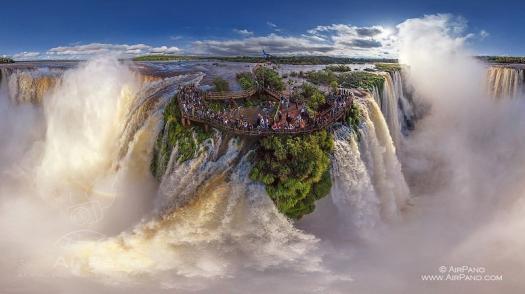 Vista áerea das Cataratas de Iguaçu, no Brasil e na Argentina (Fotos: Airpano).
