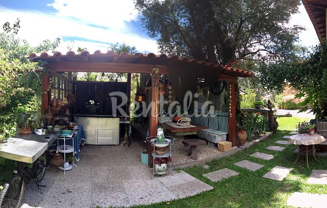 Casas de fim de semana ref gio rural com piscina em for Piscinas v h ramos lda braga