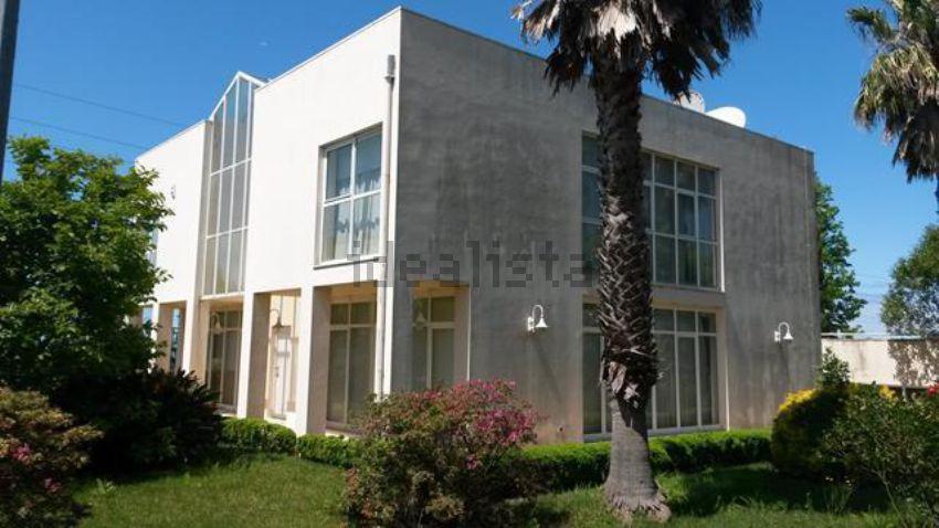 Esta moradia está localizada em Vila Nova de Gaia, Porto, e custa 980.000 euros.