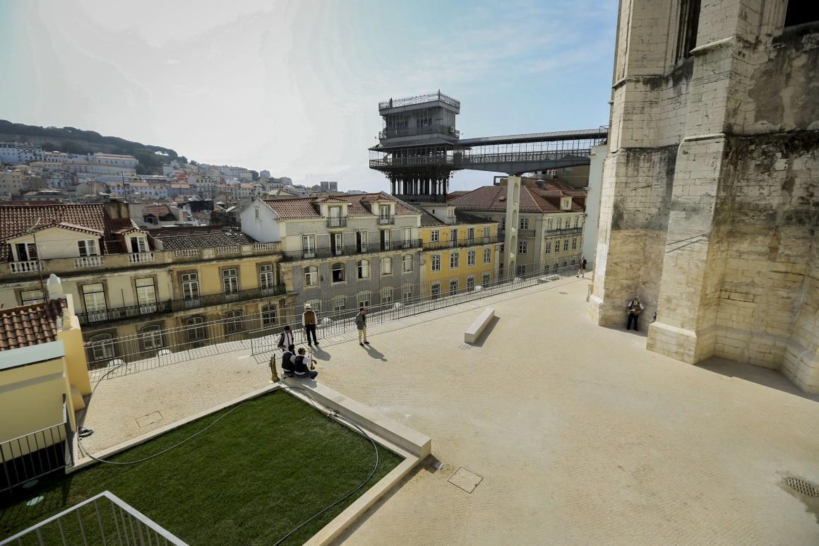 Terraços do Carmo, Lisboa, fotografados pelo Público