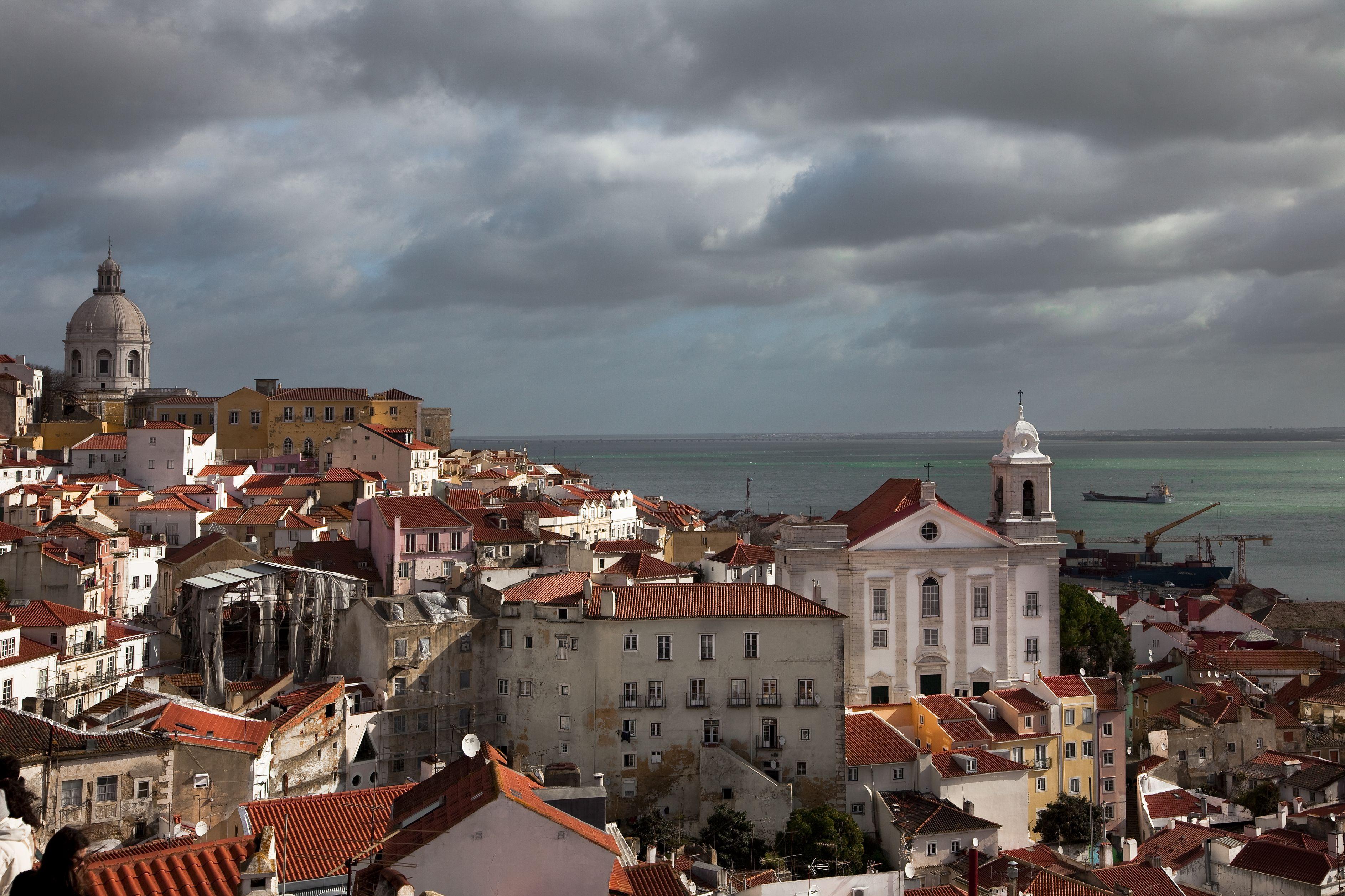Edifícios abandonados em Lisboa vão ser penalizados pela autarquia da capital.
