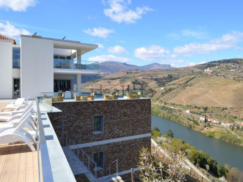 Esta quinta está localizada em Samodães, Lamego, e custa 12.600.000 euros.
