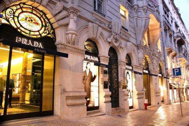 """e437196c1b2 Mais de 20 marcas de luxo na """"fila de espera"""" para entrar na Avenida da  Liberdade"""