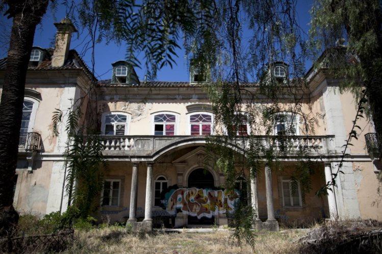Palácio da Quinta das Águias é um dos imóveis em mau estado, fotografado pelo Público