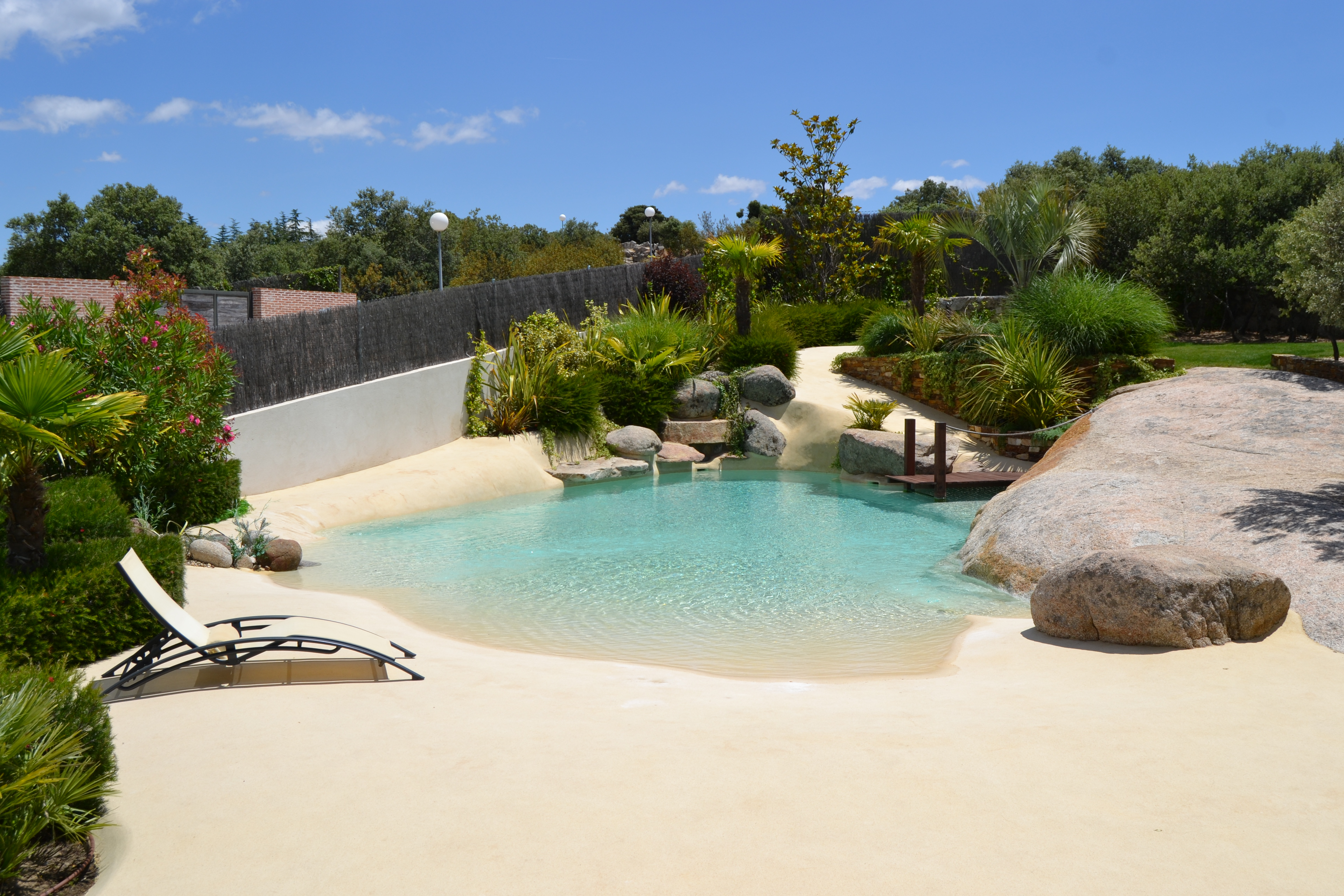Ideias de decora o piscinas de areia ou como desfrutar da praia sem sair de casa idealista news - Fuentes para piscinas ...