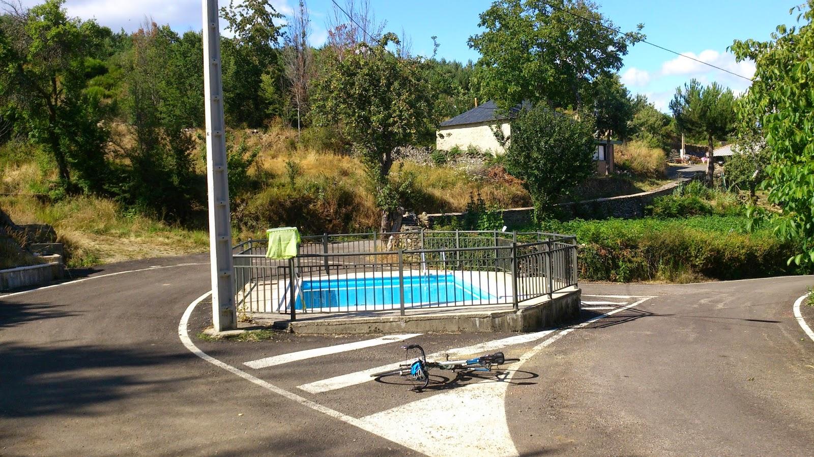 Imagem da piscina municipal de Villar de Omaña. Foto: puertosdeleon.blogspot.com.es