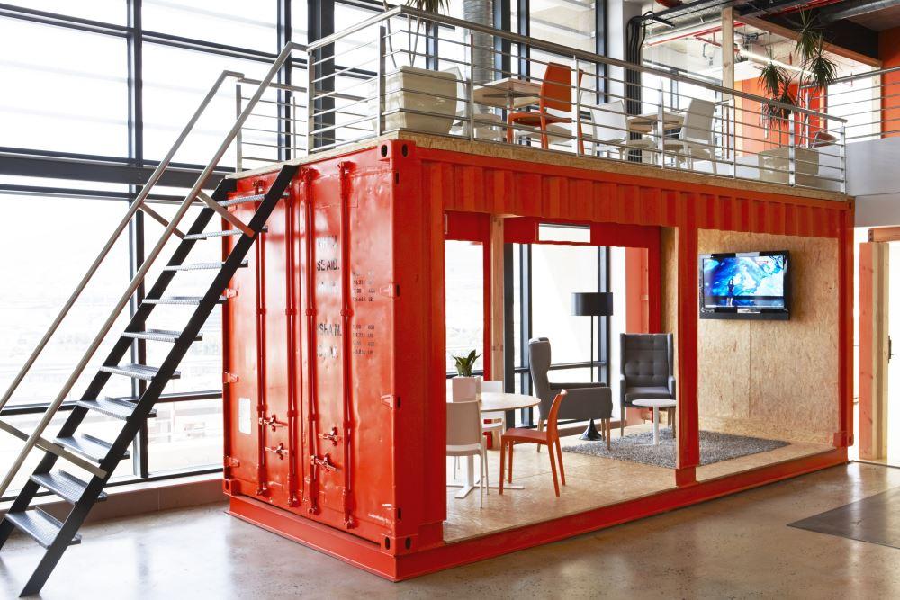 Viver numa moderna casa contentor de design idealista news - Casas en contenedores marinos ...