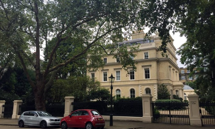 A casa está localizada na mais exclusiva e cara rua de Londres (Foto: Simon Dawson/Bloomberg News).