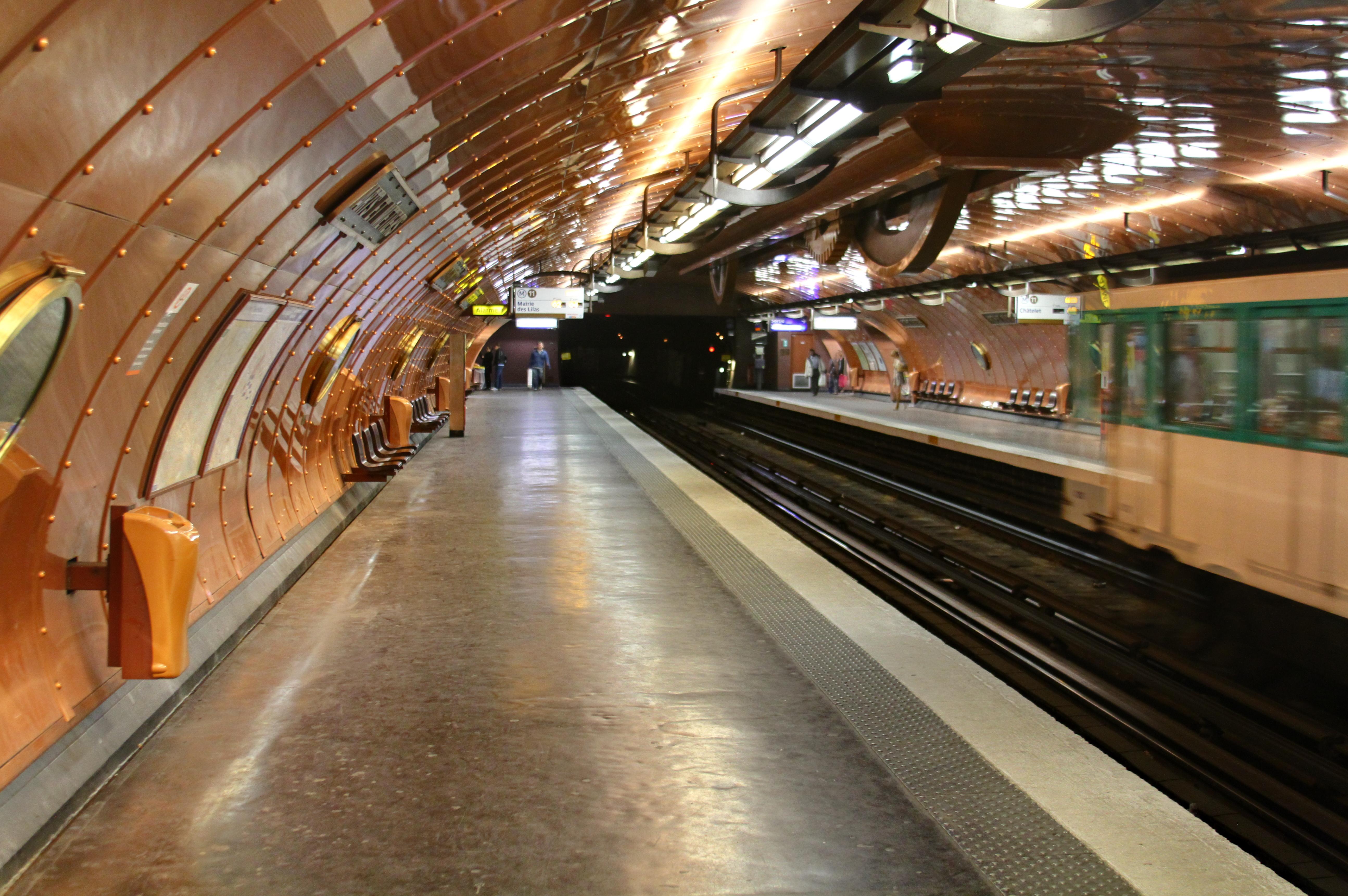 Estação de Arts Et Métiers em Paris, França