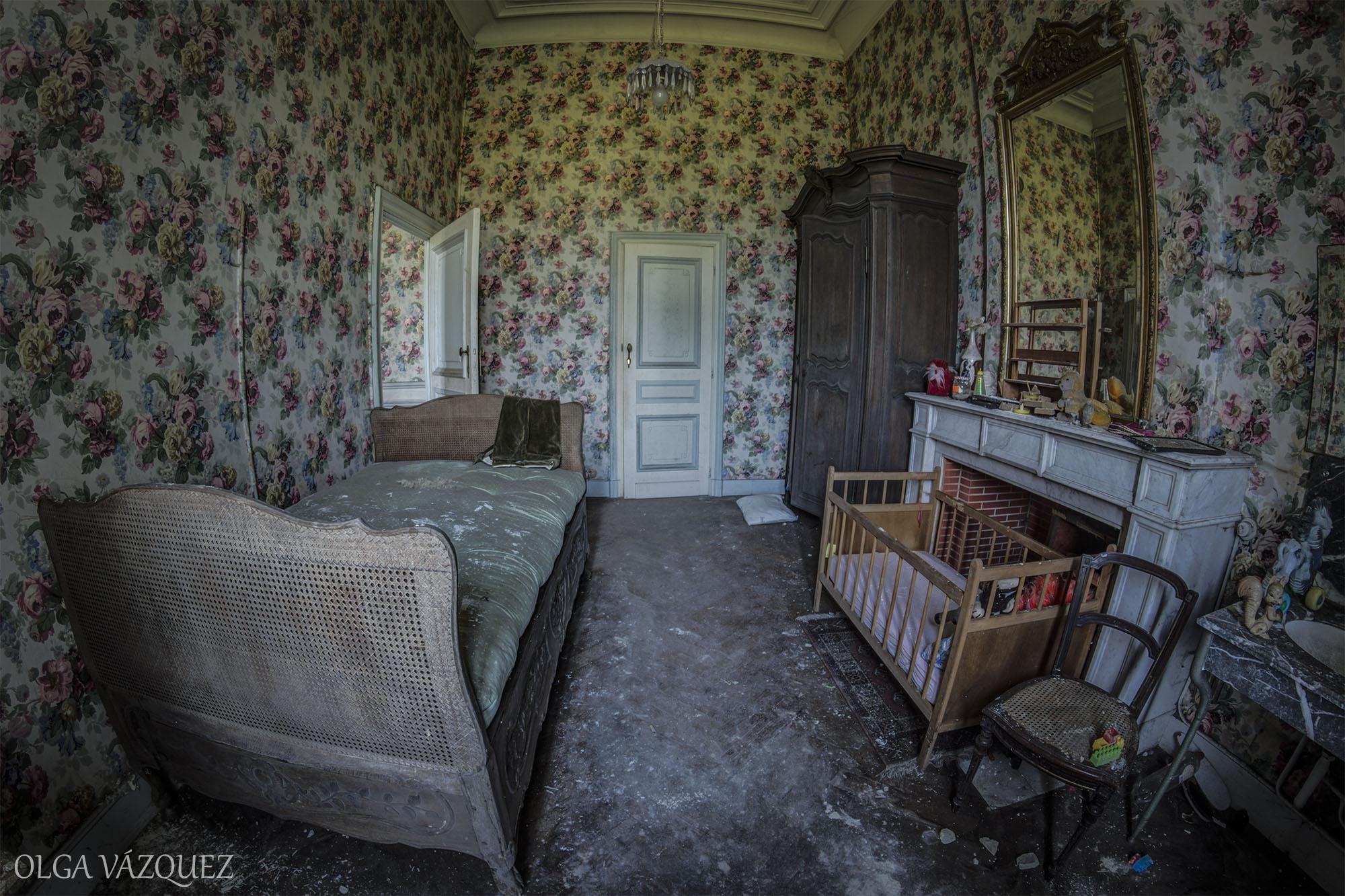 """A sinistra beleza de um castelo belga abandonado (e """"ocupado"""") há dez anos"""