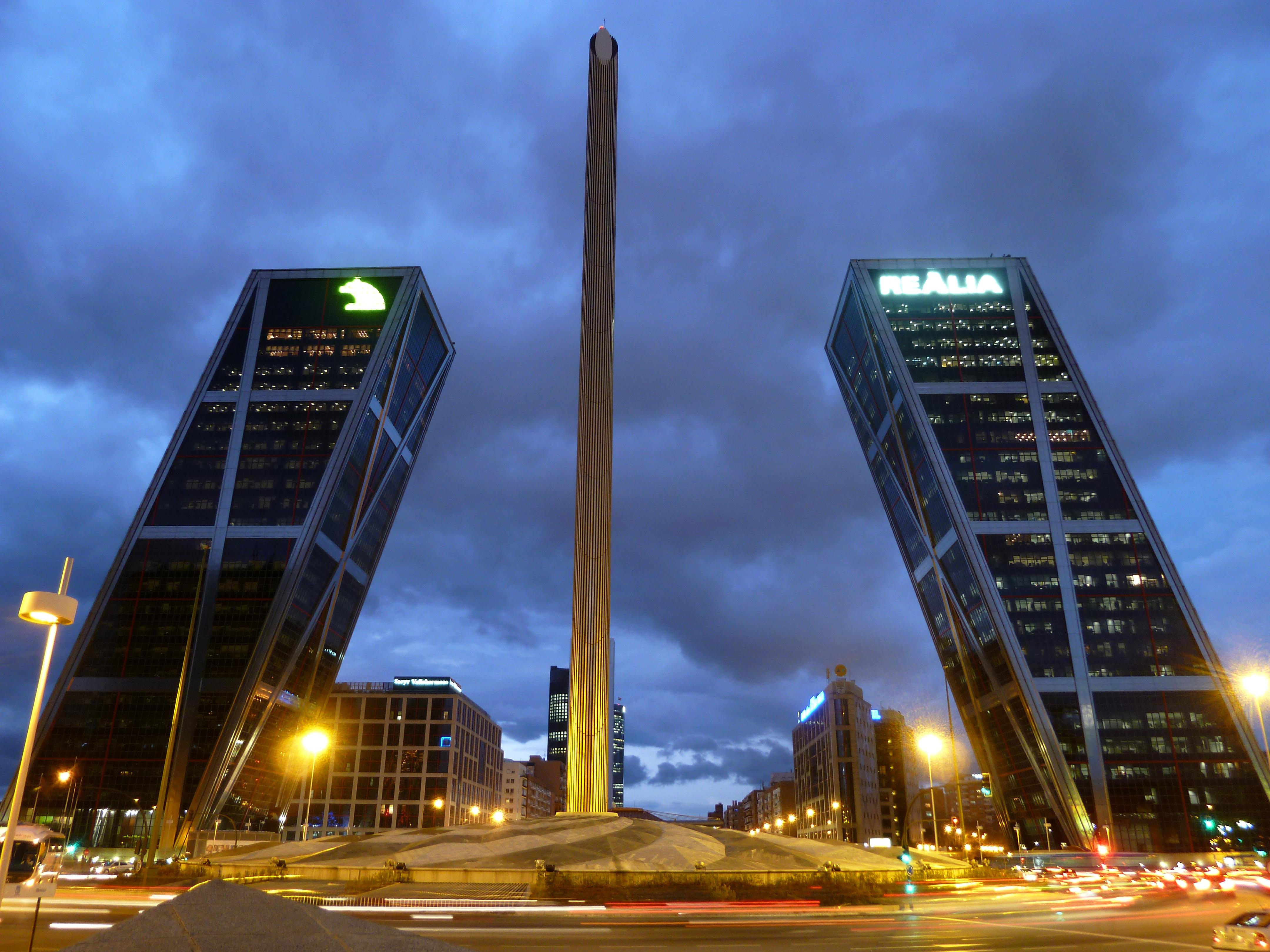 As Controversas Obras De Calatrava Quot Pai Quot Da Gare Do