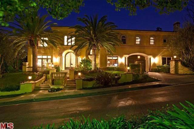 Mansão em Sherman Oaks  à venda por 7 milhões de dólares