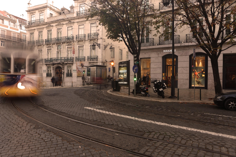 b8d4a4e6216 Lisboa  Coporgest vende loja Hermès no Chiado a investidor privado português