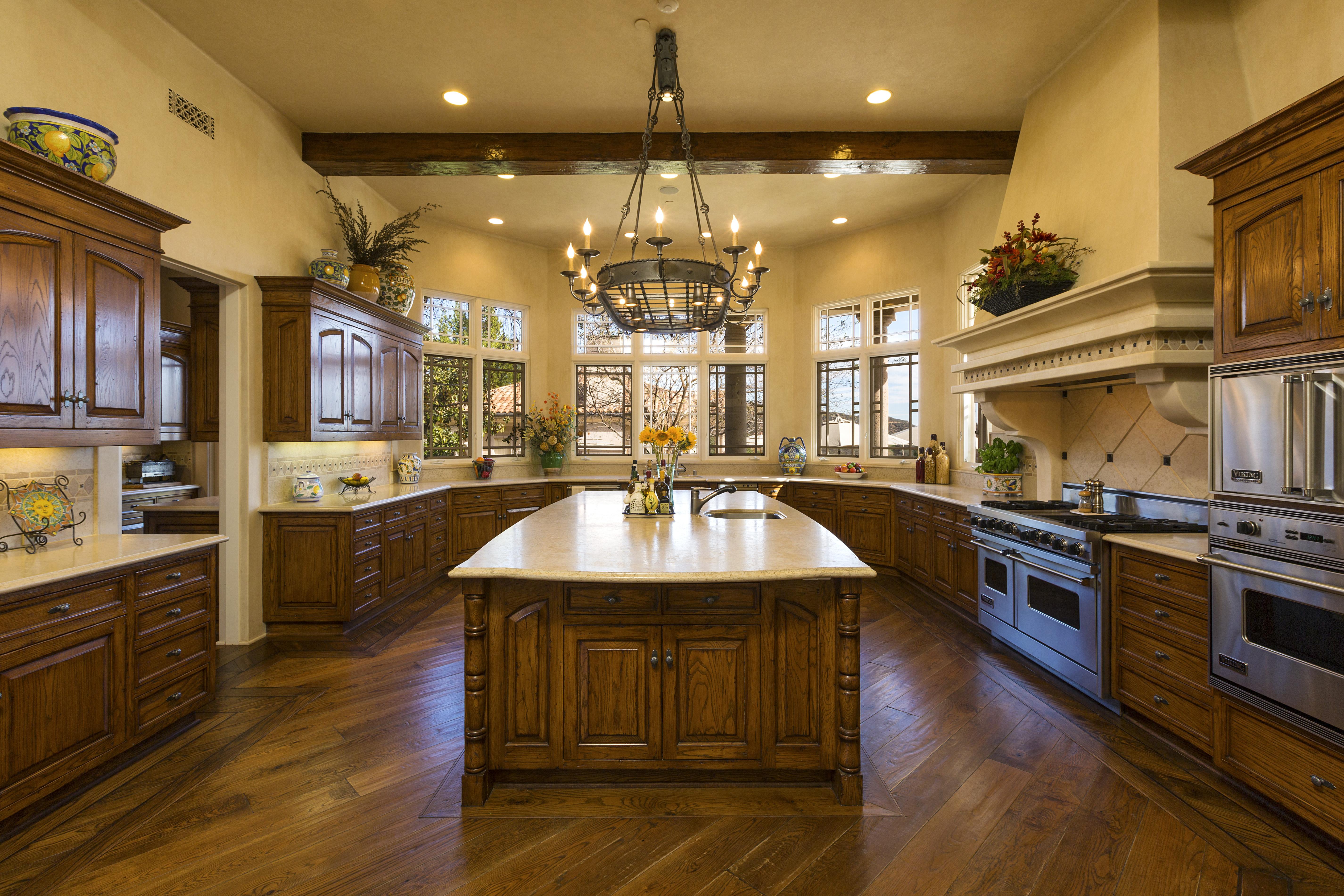Casas de famosos esta a nova mans o de britney spears for Southern california interiors