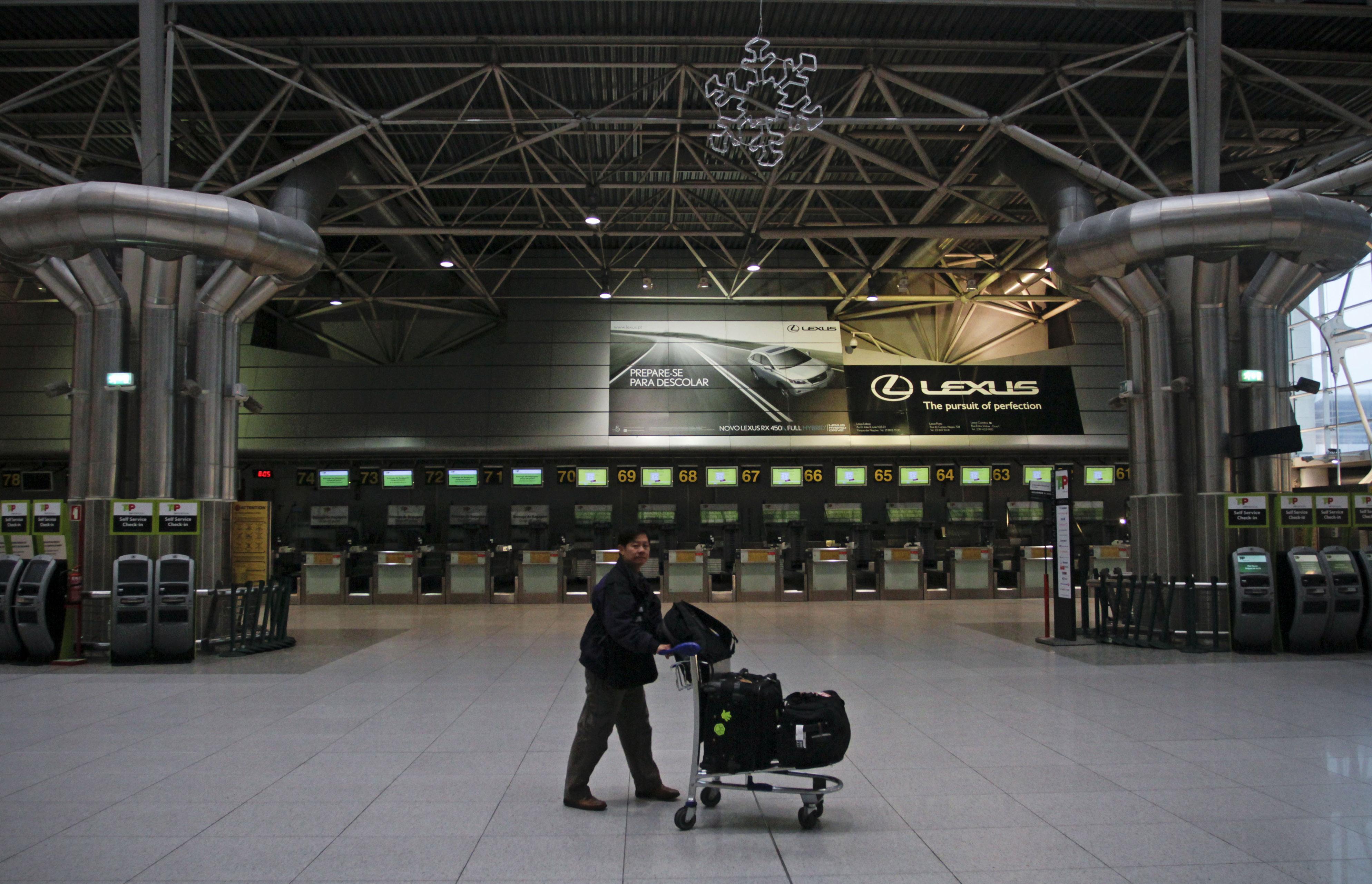 Os aeroportos portugueses tiveram o maior crescimento de sempre em 2015, mais 11% que em 2014.