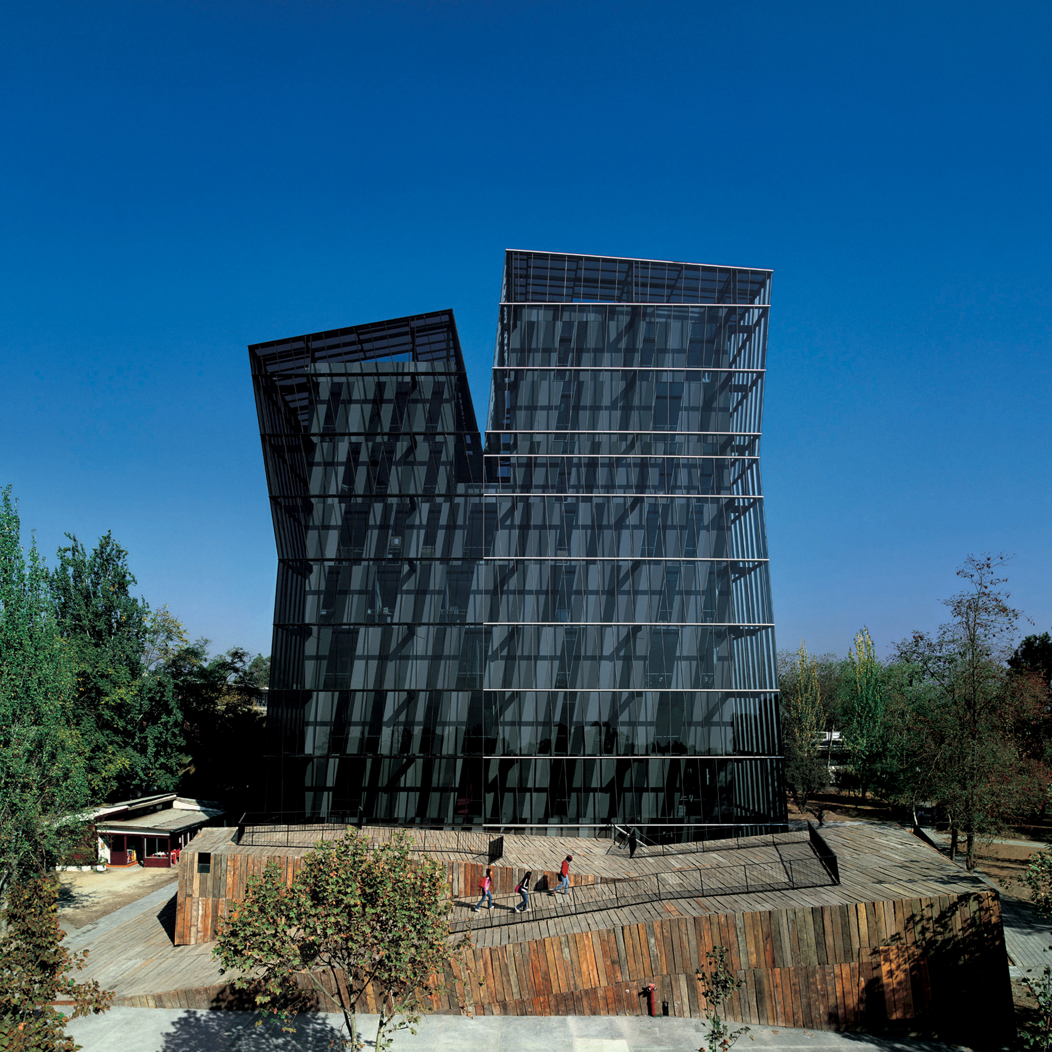 Torres Siamesas, campus da Universidad Católica (2005) – Santiago do Chile, Chile