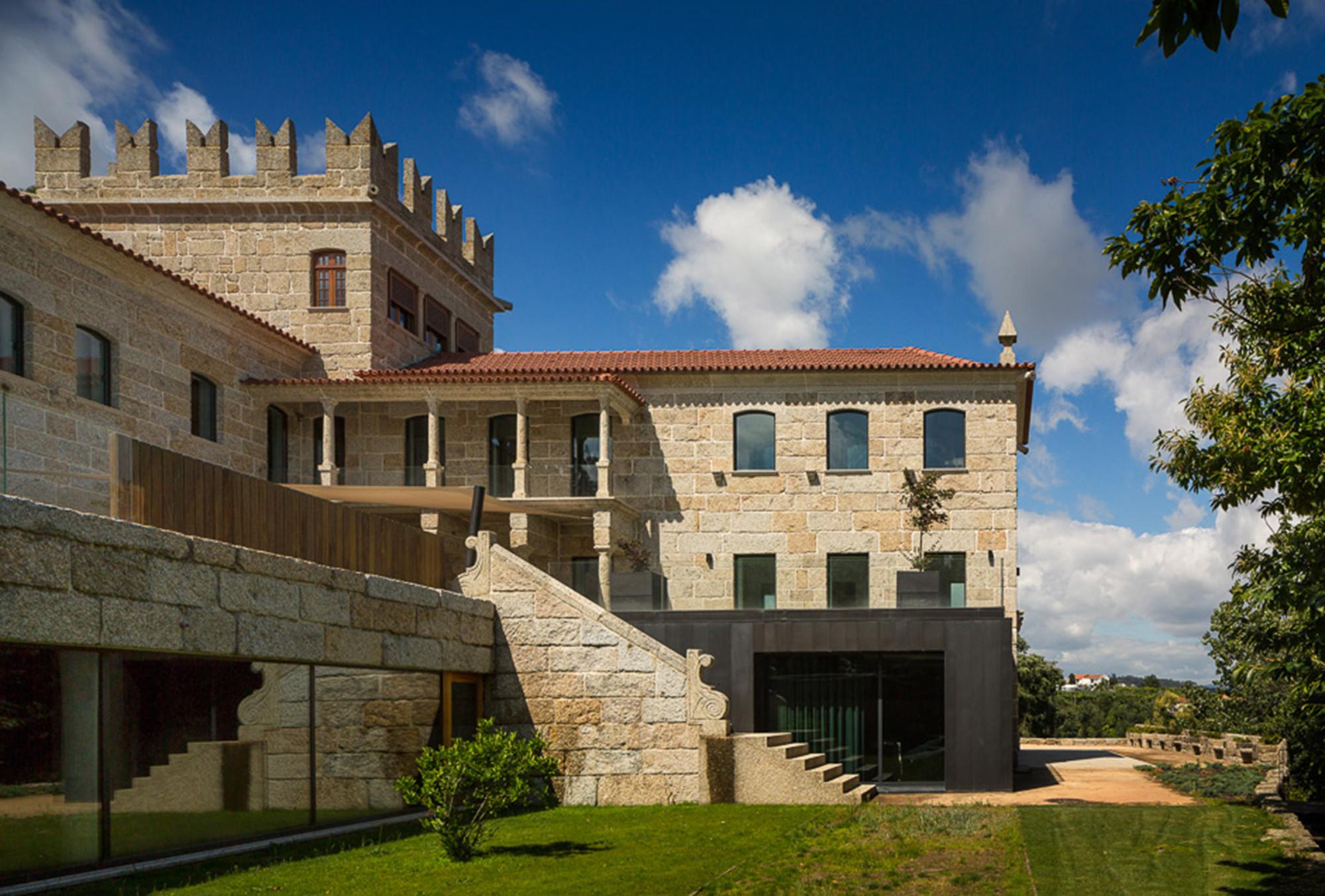 Arquitetura: três projetos portugueses eleitos Edifício do Ano  #0A437A 2000 1353