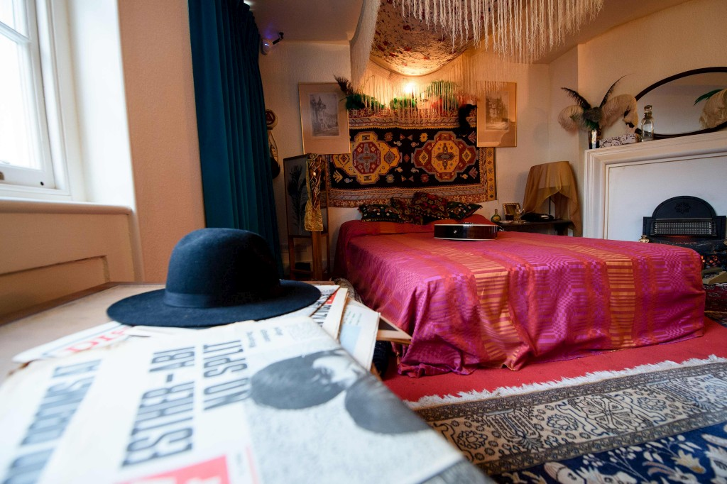 O quarto de Jimi Hendrix e Kathy Etchingham (Fotos: Público).