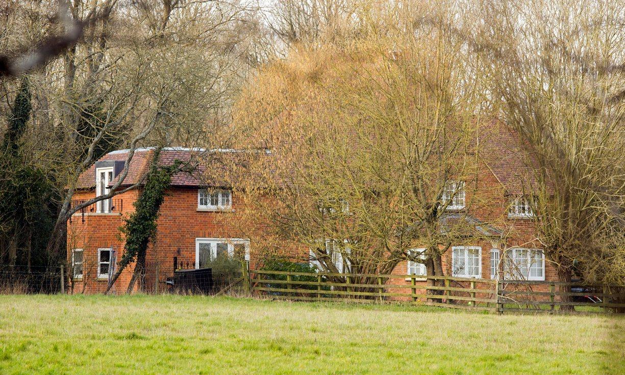 Casa de campo em Aylesbury, Buckinghamshire (avaliada em 780.000 libras). The Guardian