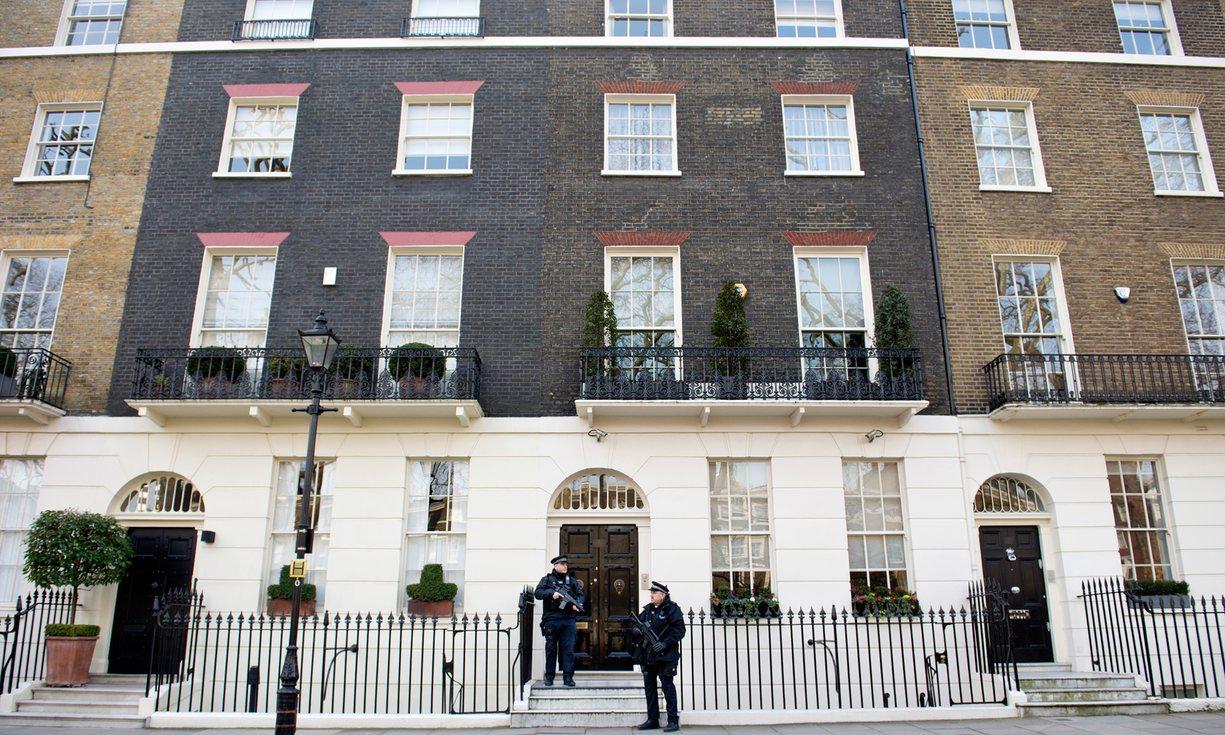 Casa em Connaught Square, Londres (avaliada em 8,63 milhões de libras). The Guardian