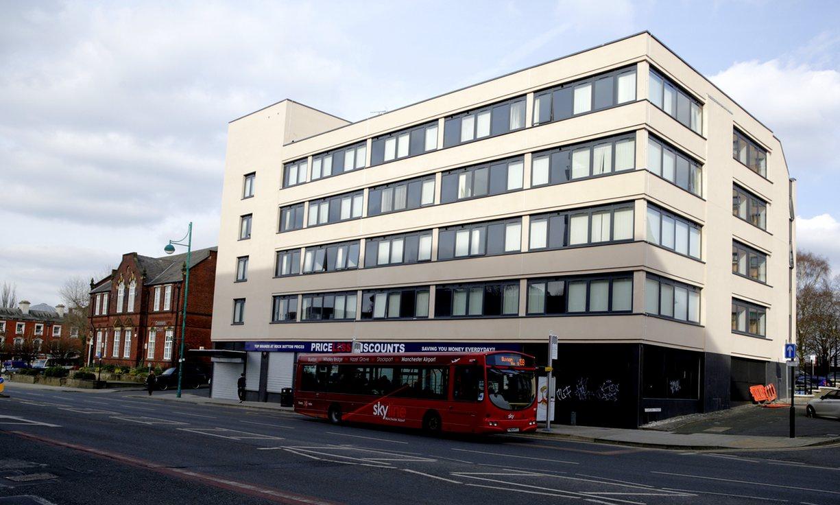 Três apartamentos en Stockport, Manchester (comprados por 225.000 libras). The Guardian