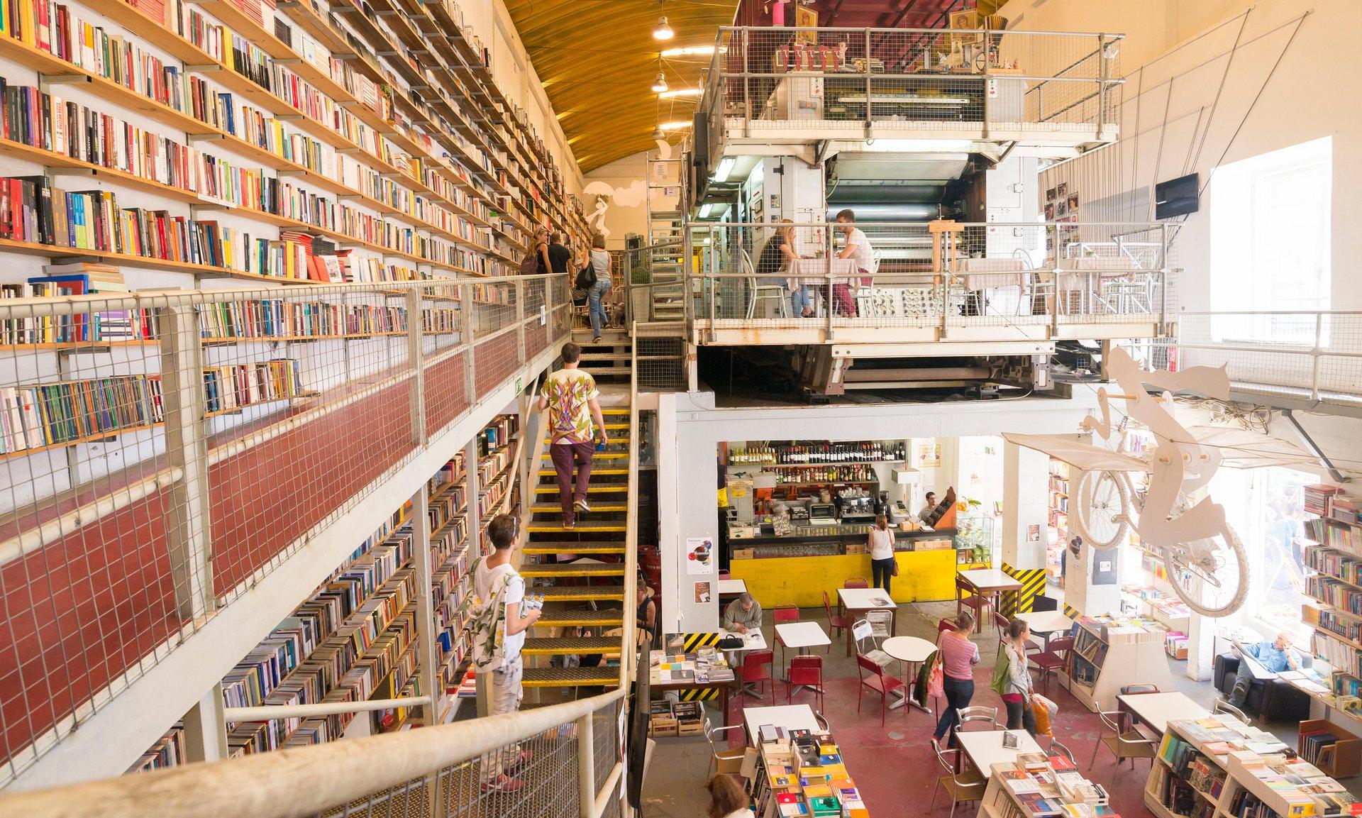 Livraria Ler Devagar, em Lisboa, está na lista (Fotos: The Guardian).