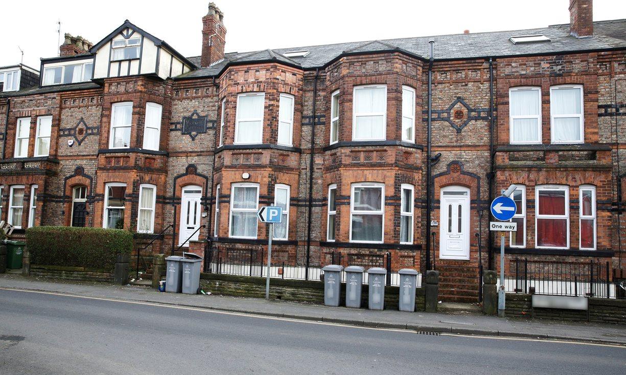 10 apartamentos em Machester (comprados por 650.000 libras). The Guardian