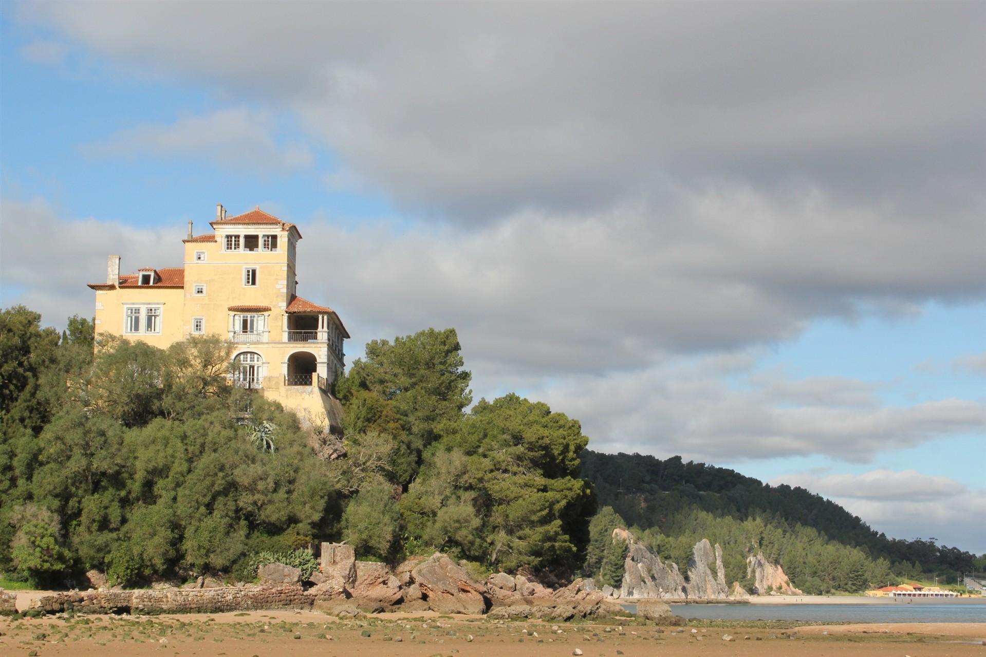A Casa da Quinta da Comenda está à venda por 45 milhões de euros (Foto: Diário de Notícias).