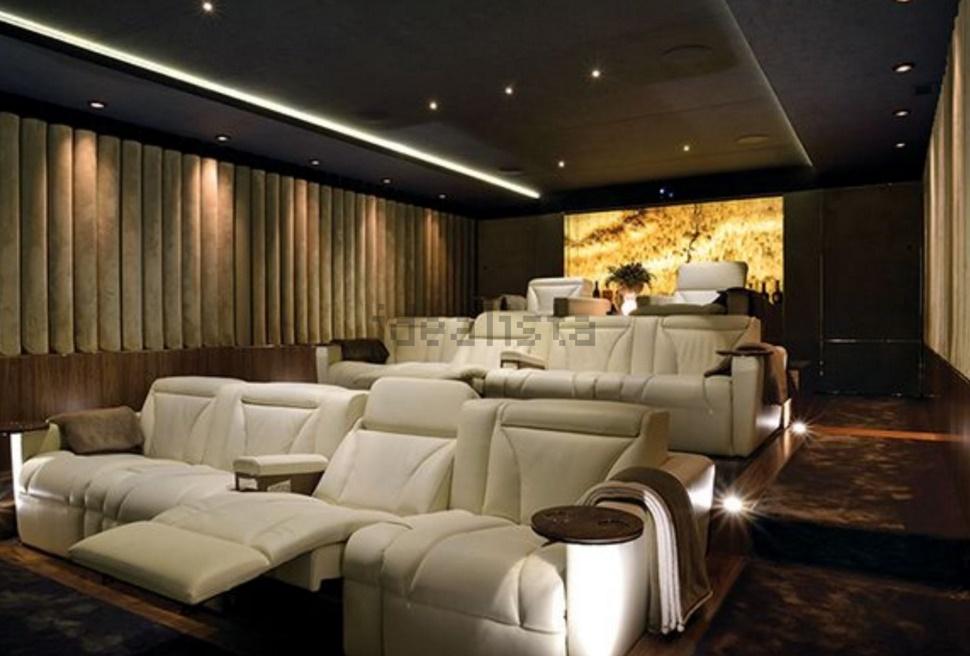 Esta espetacular moradia está localizada no Funchal e està à venda por 3.900.000 euros.