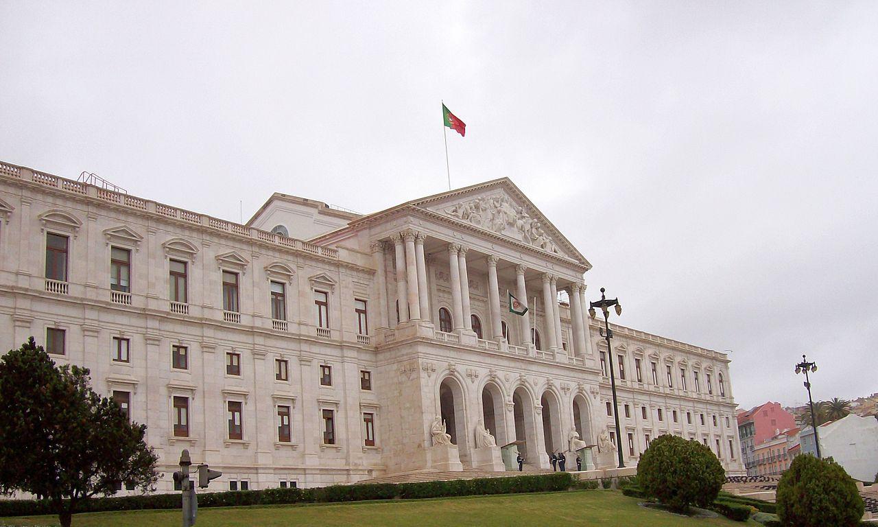 Inquilinos e proprietários chamados ao Parlamento para discutir classificação de lojas históricas