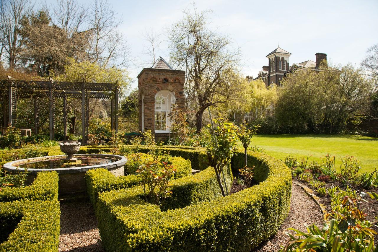 """Um dos poucos castelos """"disponíveis"""" em Londres está à venda por 3,6 milhões"""