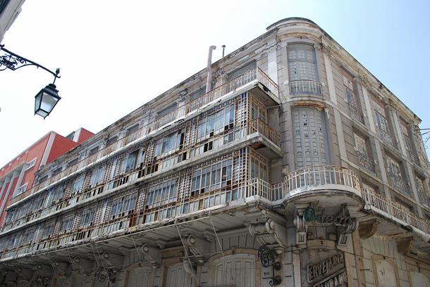 Edifício fechado desde os anos 90, fotografado pela Cidade na Ponta dos Dedos