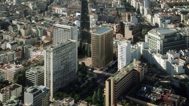 Zona onde está a ser construída a polémica torre de Picoas, em Lisboa (foto do Observador)