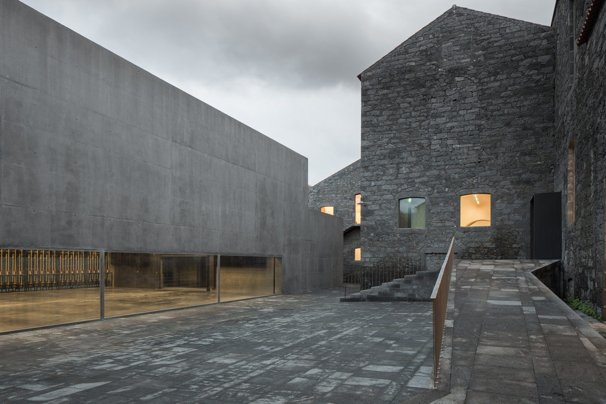 Centro de Artes Contemporâneas, nos Açores, está entre os nomeados (Fotos: Observador).