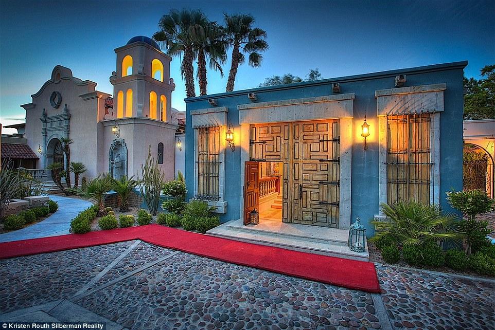 Michael Jackson arrendou esta casa entre 2007 e 2009 (Foto: mailonline).