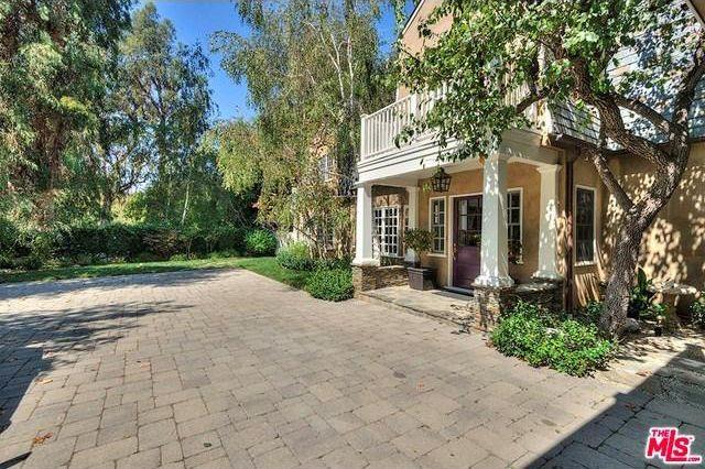 A propriedade tem uma casa na árvore (Fotos: lacurbed).