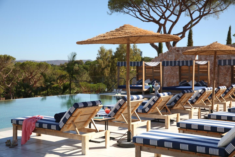 O bar de piscina Bovino Pool Bar é um dos novos espaços do resort.