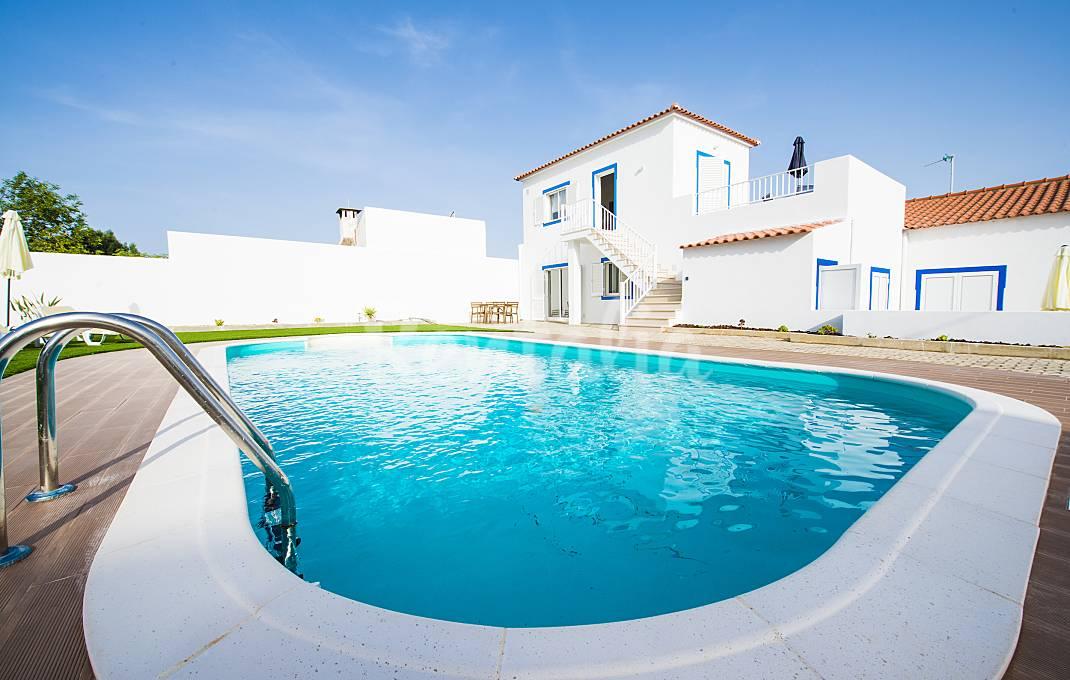 Casas de fim de semana: Mergulhar numa piscina de água salgada no Algarve