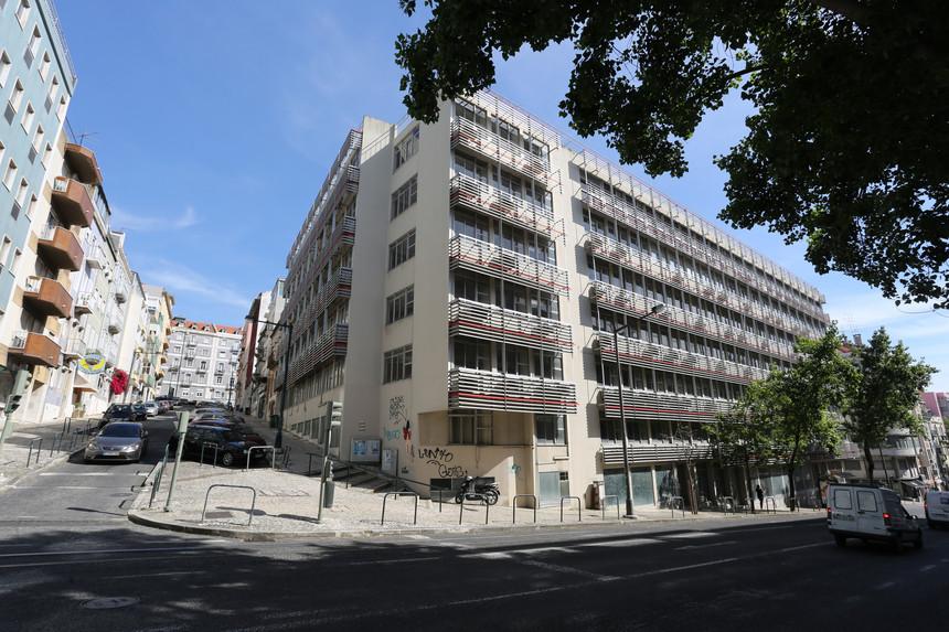 Edifício dos CTT junto à Av. Liberdade , fotografado pelo Expresso, estava devoluto desde 2010