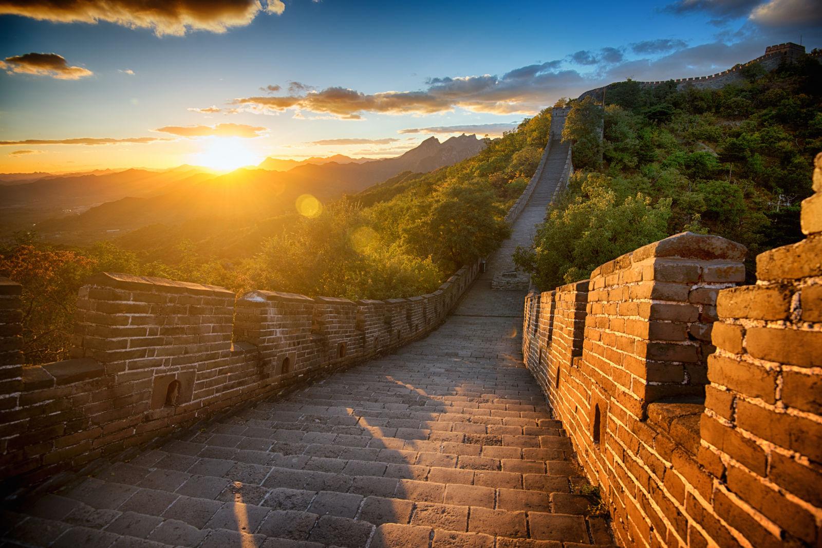 Imagens de 15 dos monumentos mais visitados do mundo sem for A muralha da china vista da lua