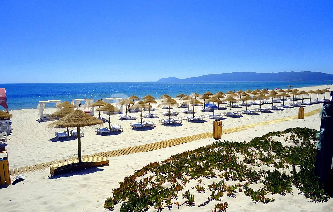 Casas de fim de semana: Piscina, praia e vista para a montanha em Troia