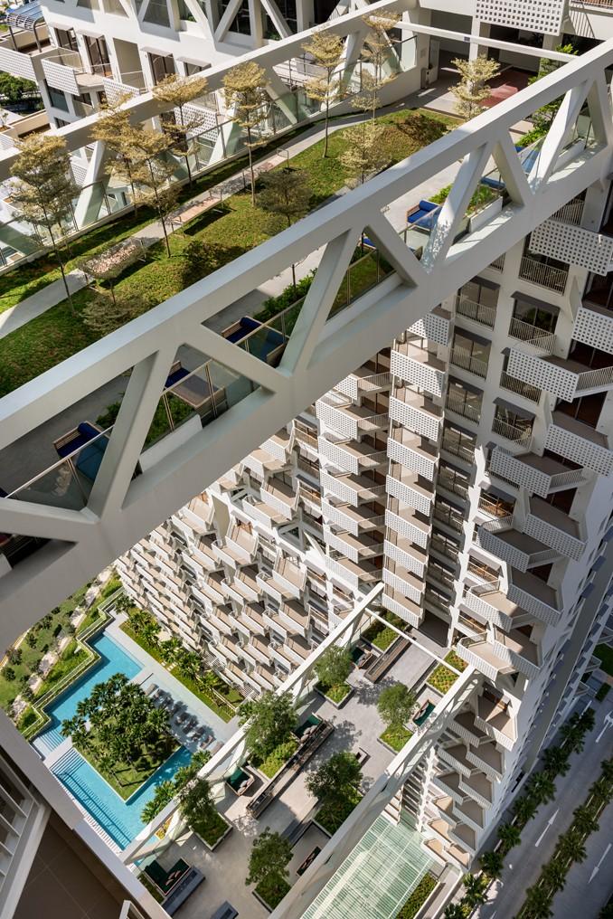 A ligação entre as torres é feita através de duas pontes.