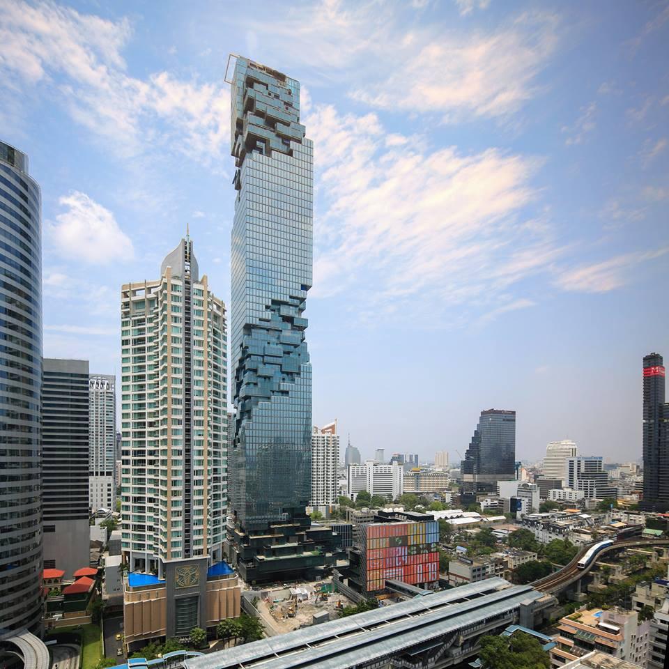 A torre MahaNakhon está localizada em Banguecoque e tem 314 metros de altura.