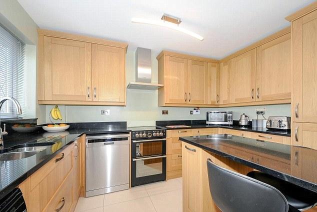 A cozinha está agora diferente, já que a casa foi renovada